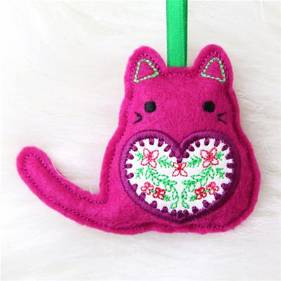 Quirky Christmas Cat Ornament (In-the-Hoop)_image
